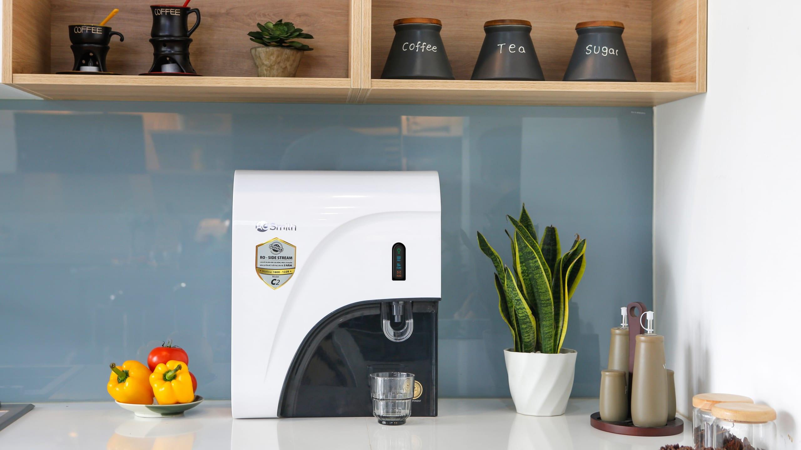 Máy lọc nước A.O.Smith C2 đặt tại bàn bếp