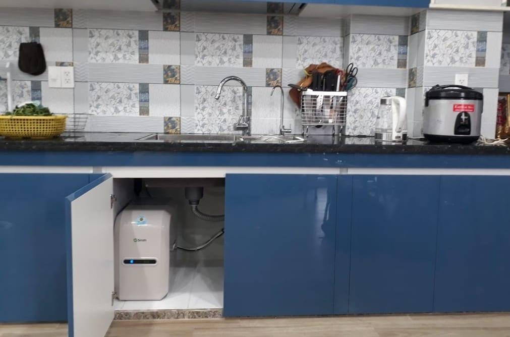 Máy lọc nước AR75-A-S-1E lắp tại hộc tủ dưới bàn bếp