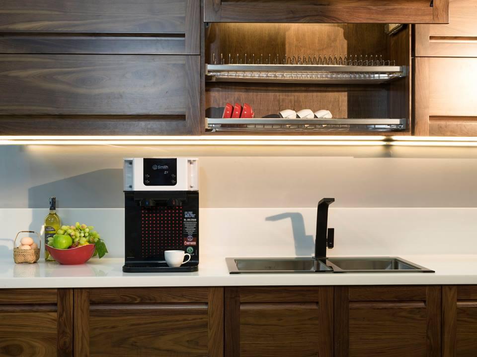 Máy lọc nướcA.O.Smith Z7 đặt tại bàn bếp